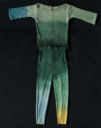 COSTUMES: Dyed leotards and tightsFIRST PERFORMANCE: Brooklyn Academy of Music; December 8,...