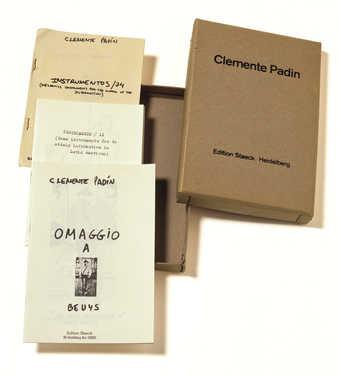 3 printed paper leaflets in printed cardboard box.
